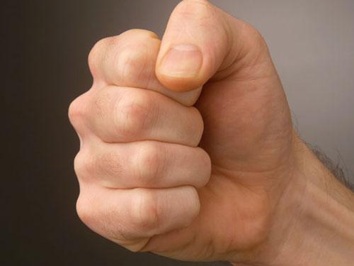 Pumn-violenta-agresiune
